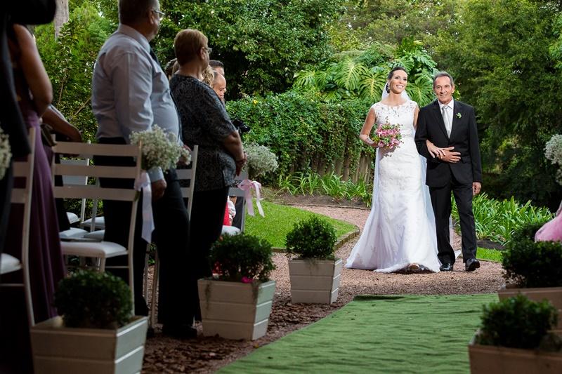 entrada-da-noiva-casamento-ao-ar-livre